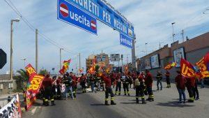 protesta vigili del fuoco a villa