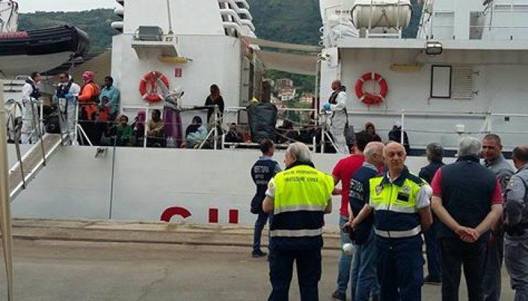 Sbarco di migranti presso il porto di Vibo Marina