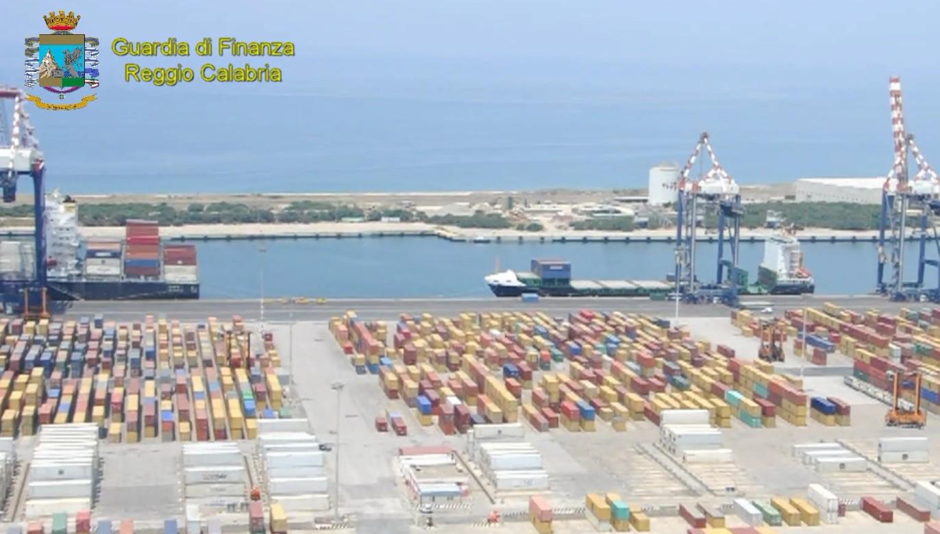 Droga - GdF sequestra 238 Kg di cocaina nel porto di Gioia Tauro