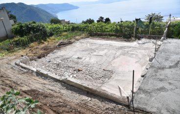 Abusivismo edilizio, demolito immobile a Bagnara Calabra