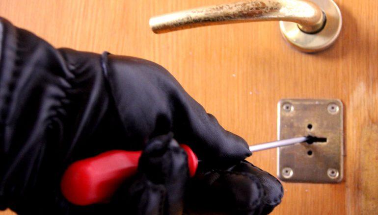 Africo Nuovo, furto in abitazione: arrestata donna