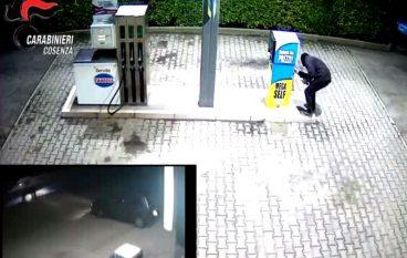 Acri, DNA incastra due giovani per rapina in un distributore