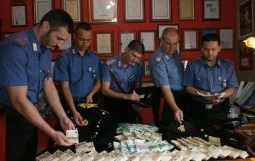 Feroleto della Chiesa, rinvenute divise della GdF e denaro: una denuncia