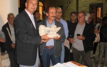 Castrovillari, Giuseppe Barletta premiato per la cipolla più grossa