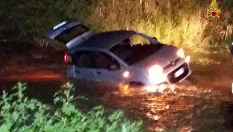 Sellia Marina, recuperata auto bloccata nel fiume