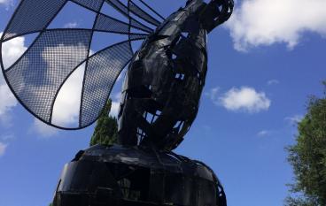 """Rende, installazione opera """"Ali di Seta"""" al Parco Robinson"""