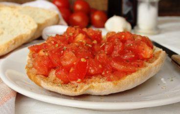 Frisella con il pomodoro fresco