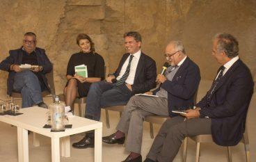 Cosenza, il giornalista Maarten van Aalderen ha presentato il suo libro