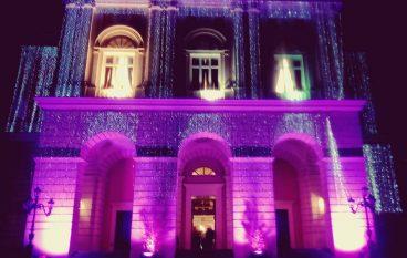 Ricerca oncologica, il teatro Rendano illuminato di rosa
