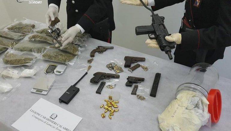 Lamezia, detenevano armi e droga: arrestati due giovani