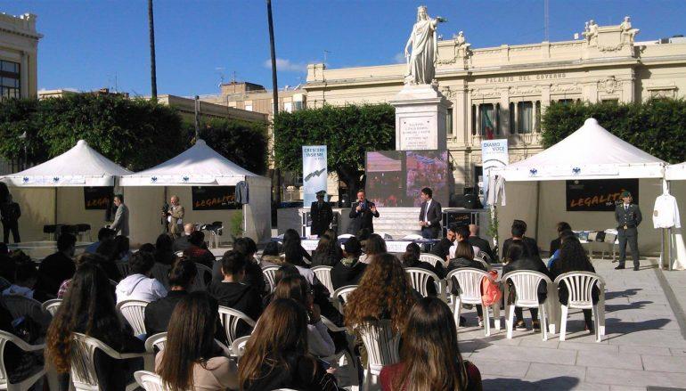 """Reggio, """"Legalità mi piace"""": gli studenti dicono no alla contraffazione"""
