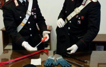 Non si fermano all'alt dei Carabinieri: inseguimento sulla SS 106