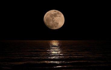 Quandu la luna ccarizzava u mari