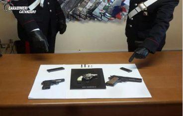 San Sostene, sorpreso con armi e munizioni: arrestato
