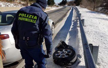Gelo in Sila, Polizia Provinciale in soccorso di numerosi automobilisti