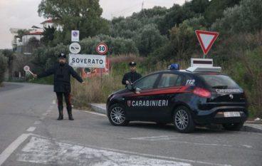 Badolato, maltratta moglie e figli ed evade domiciliari: arrestato