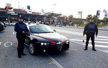 Lamezia, rompe finestrino dell'auto e ruba al suo interno: arrestato