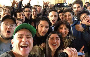 """Il teacher rapper Jason Lavine al Liceo """"PIZI"""" di Palmi"""