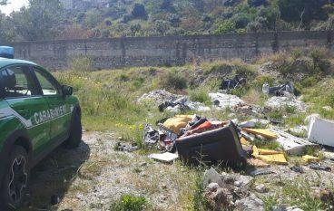 Non bonificano fiumara Calopinace dai rifiuti scaricati abusivamente, 3 denunce