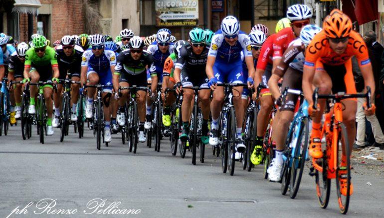 Giro D'Italia, ecco le foto del passaggio da Gallico Marina