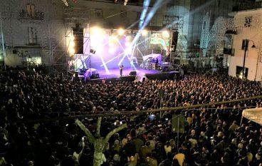 Paola, bagno di folla per concerto di Raf