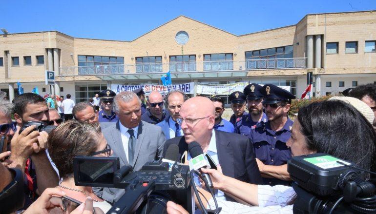 """Calabria, Oliverio: """"L'aeroporto di Crotone sarà riaperto e rilanciato"""""""