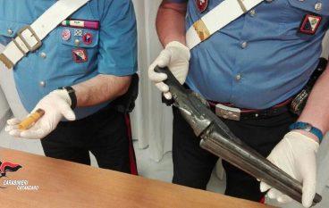 Lamezia Terme, scende in strada e spara contro l'auto dello zio: arrestato