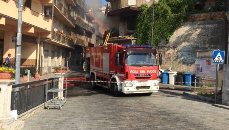 Motta San Giovanni (RC), incendiato un vasto fabbricato