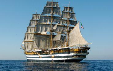 "Nave ""Vespucci"", a bordo anche un medico calabrese"