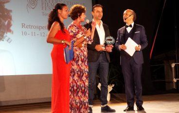 Palizzi incorona l'attrice francese Corinne Clery