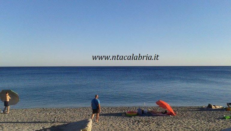 Malore in mare, rischia di annegare: donna in salvo a Melito
