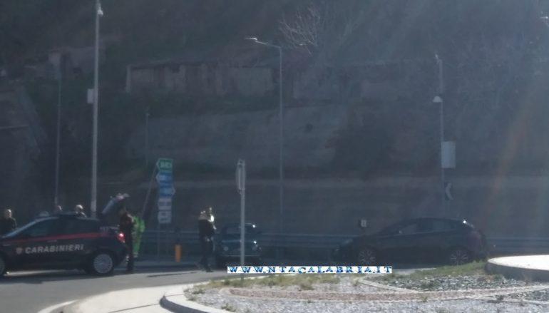 Incidente rotatoria Melito Porto Salvo, due auto coinvolte