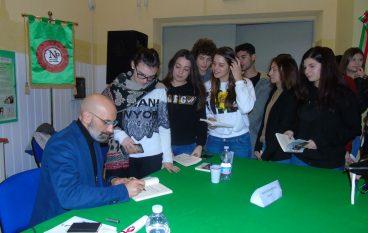 """Francesco Idotta incontra gli alunni del """"Pizi"""" di Palmi"""