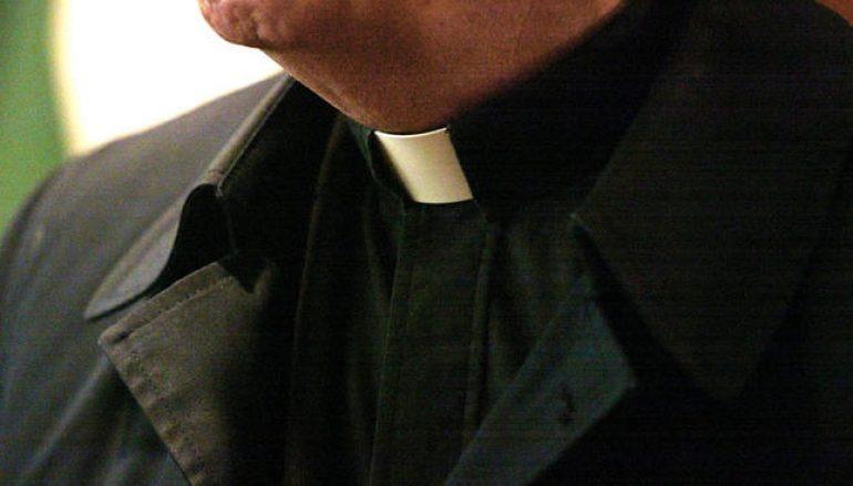 Scandalo prete, incinta e costretta ad abortire