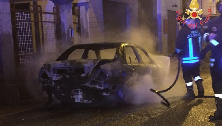 Incendio auto Lamezia Terme, intervento dei Vigili del Fuoco