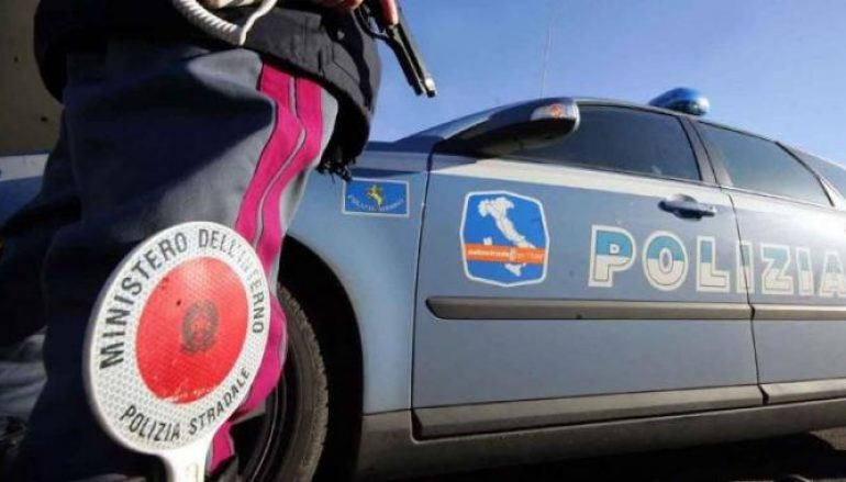 "Incidente A2 ""Mediterranea"", auto sbanda: due feriti"