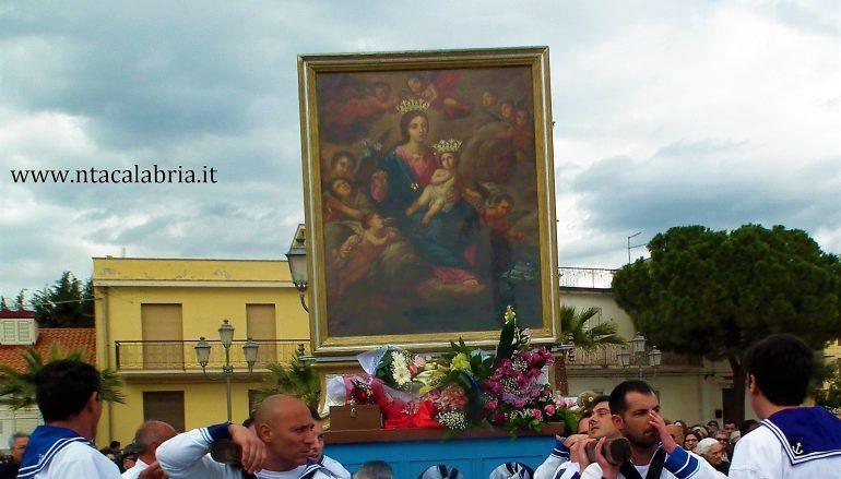 Processione Maria SS di Porto Salvo, la cittadina in festa