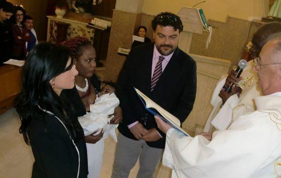 Battesimo rifugiato San Roberto, padrino d'eccezione il Sindaco
