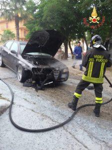 auto in fiamme a Davoli