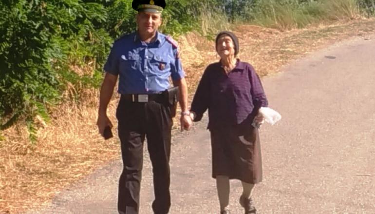 Anziana di Luzzi smarrisce la via, in suo aiuto i Carabinieri