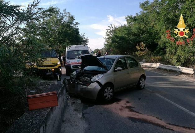 Incidente stradale SS 106, ferita una ragazza