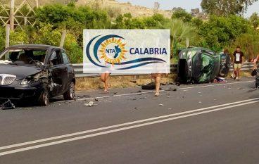 Incidente a Saline Joniche, sei feriti. Le foto