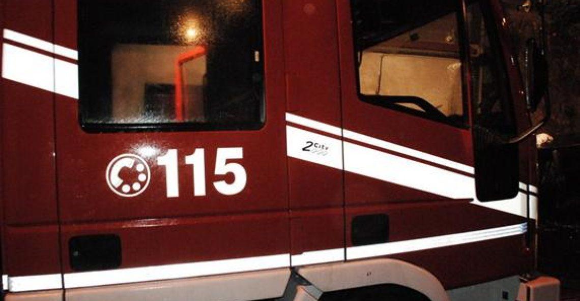 Incidente stradale a Polia, uomo rimane incastrato in auto