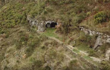 Esplorando le grotte della Lamia a Montebello Jonico
