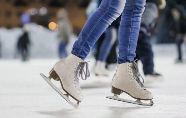 Allestimento pista di pattinaggio su ghiaccio a Borgia