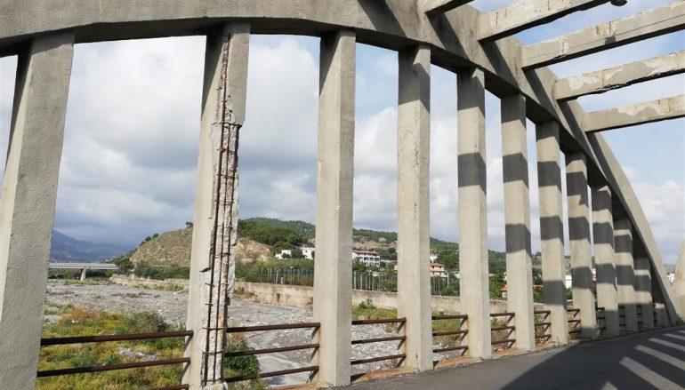 Ponte di Pilati a rischio crollo