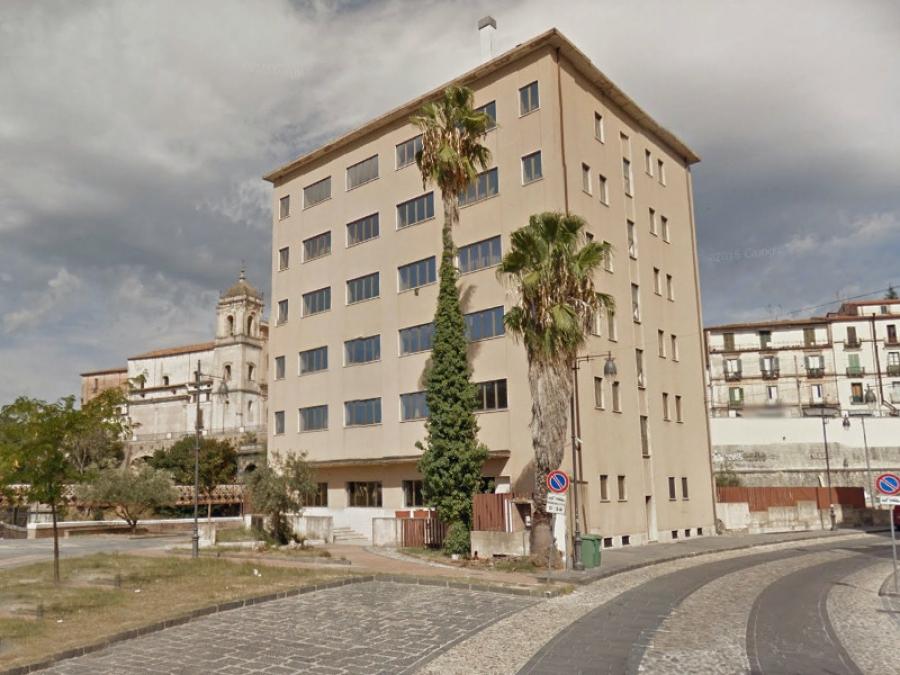 Ex Hotel Jolly Di Cosenza  Inizia La Demolizione