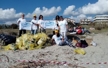 Legambiente Roccella Jonica: effettuata pulizia spiaggia