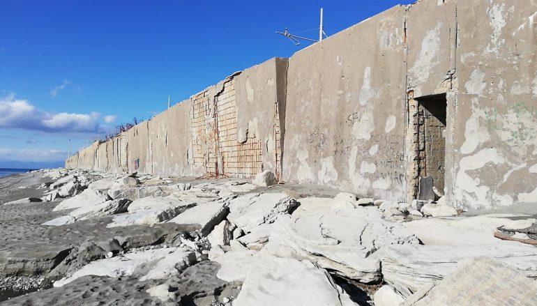 Degrado del muro di sostegno lato mare della stazione di Melito P. S.
