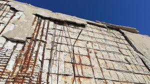 degrado del muro di sostegno lato mare della stazione di Melito